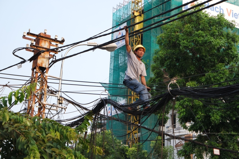 A HCMC electricity worker laying (even more) cables